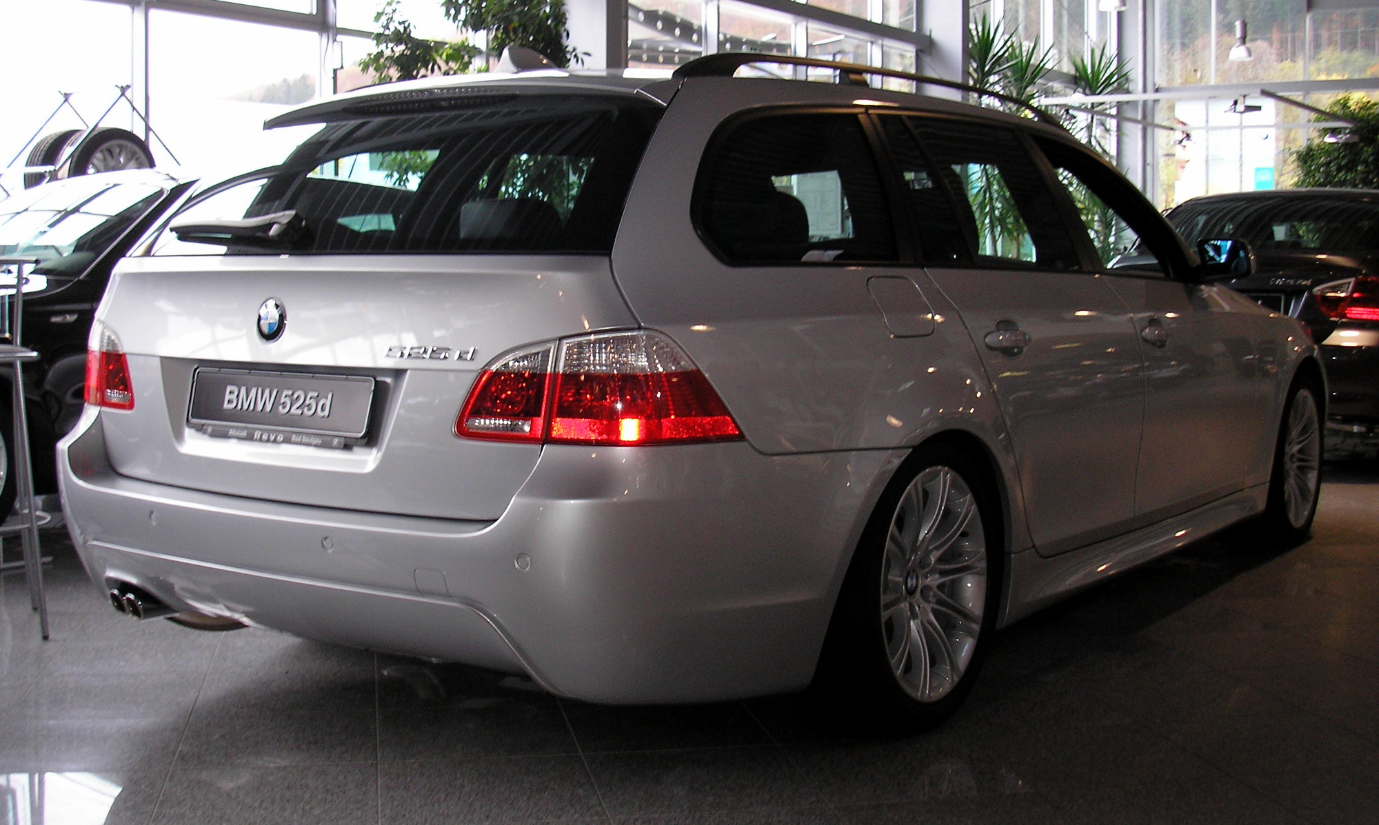 View Of Bmw 525 Touring Photos Video Features And Tuning Gr8autophoto Com