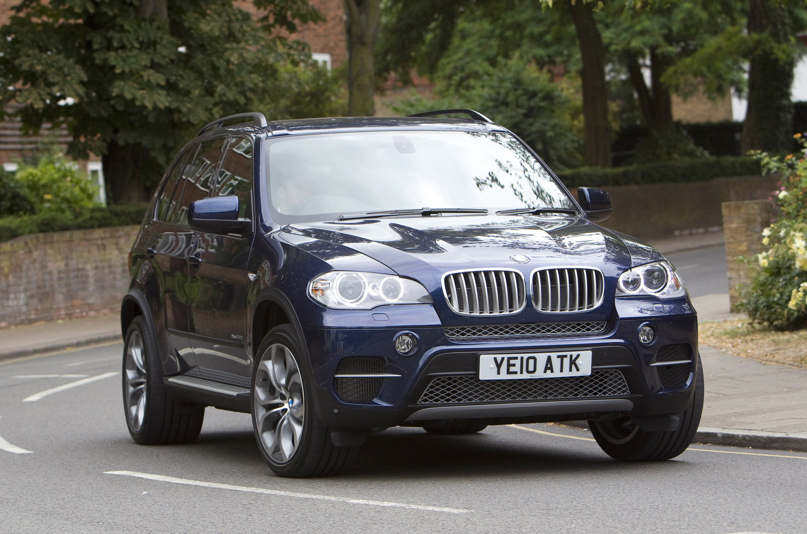 view of bmw x5 xdrive50i exclusive photos video features and tuning. Black Bedroom Furniture Sets. Home Design Ideas
