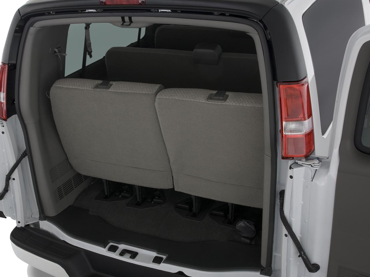 Chevrolet Express Passenger Van 2500
