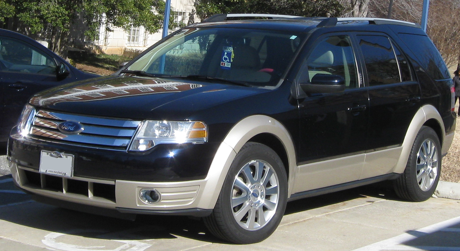 Ford Taurus X Eddie Bauer