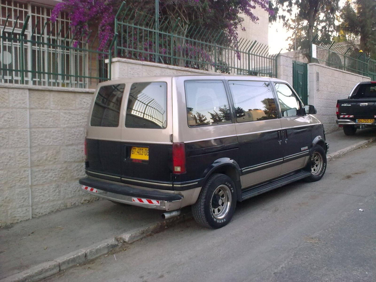 GMC Safari Passenger Van
