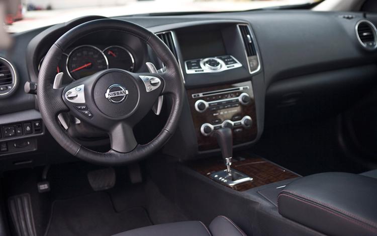 Nissan Maxima SV