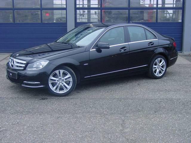 Mercedes-Benz 200 200 (115.015)