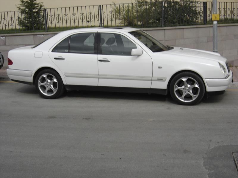 Mercedes-Benz E 300 TD AT
