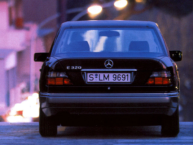 Mercedes-Benz E 300 Turbo-D 4Matic AT