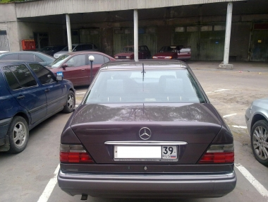 Mercedes-Benz E E 300 Turbo-D 4-matic (124.333
