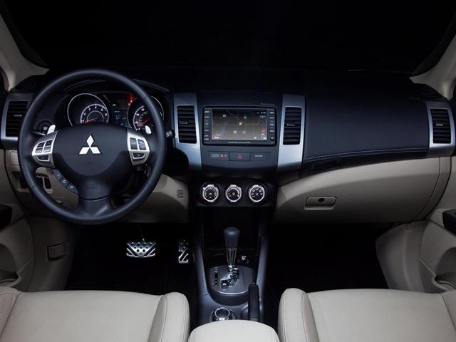 Mitsubishi Outlander XL 2.0 2WD CVT Intense (S10)