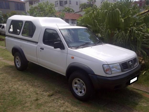 Nissan Hardbody 2400i