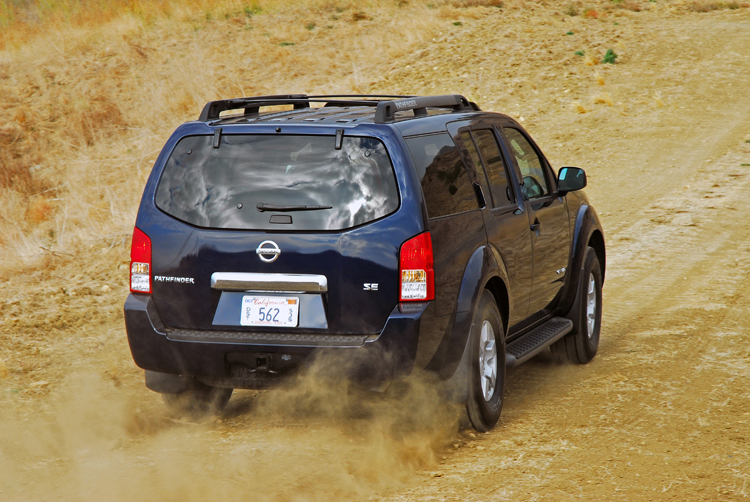Nissan Pathfinder SE Off-road 4x4