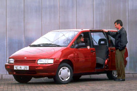 Nissan Prairie 2.4 i AT