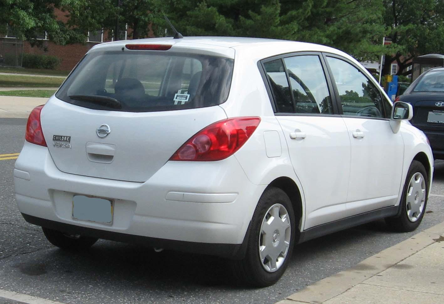 Nissan Versa Hatchback 1.8 S