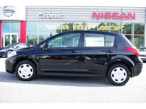 Nissan Versa Hatchback 1.8 SL