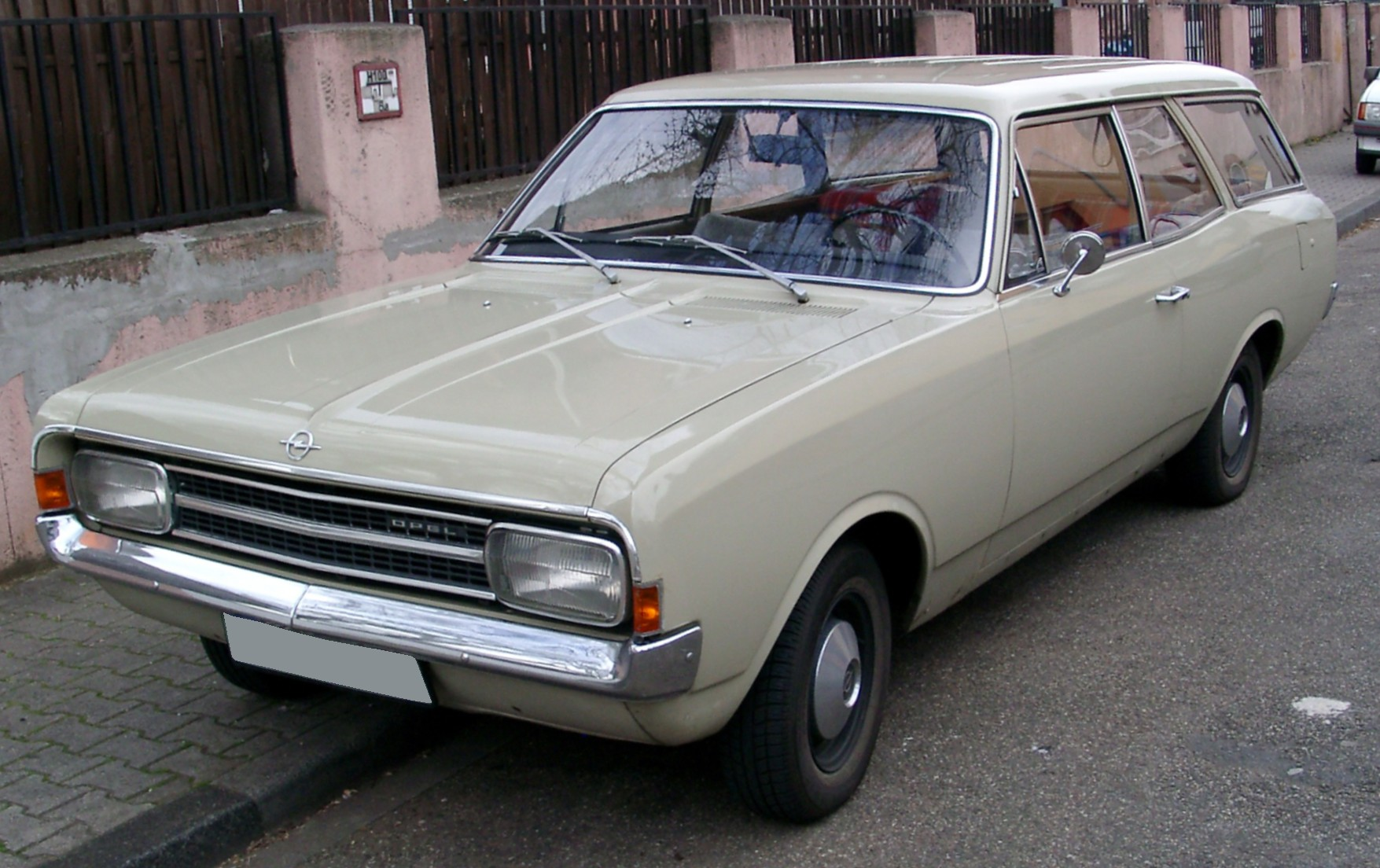 View Of Opel Rekord Caravan Photos Video Features And Tuning Of Vehicles Gr8autophoto Com