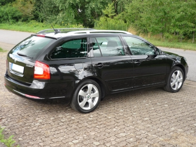 view of skoda octavia combi 1.4 tsi. photos, video, features and