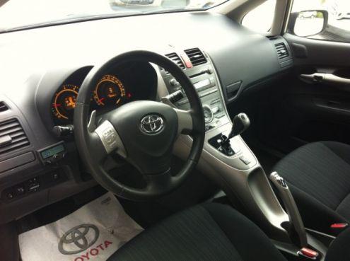 Toyota Auris 1.4 MT