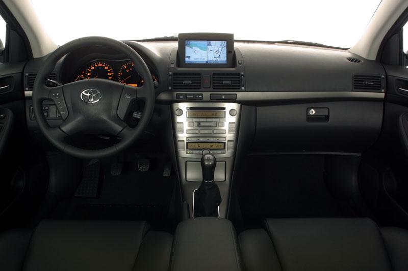 Toyota Avensis 2.0 VVT-i Sol