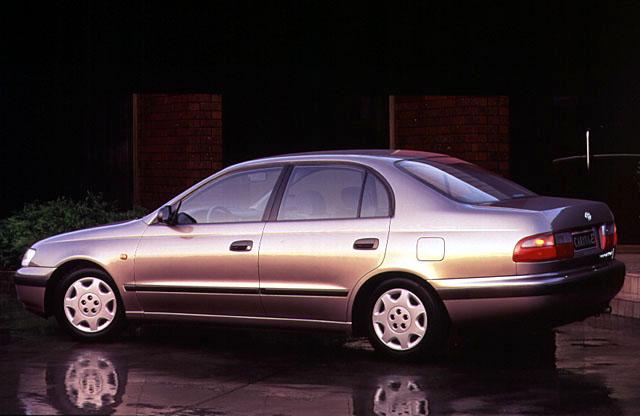 Toyota Carina 1.8 e Sedan