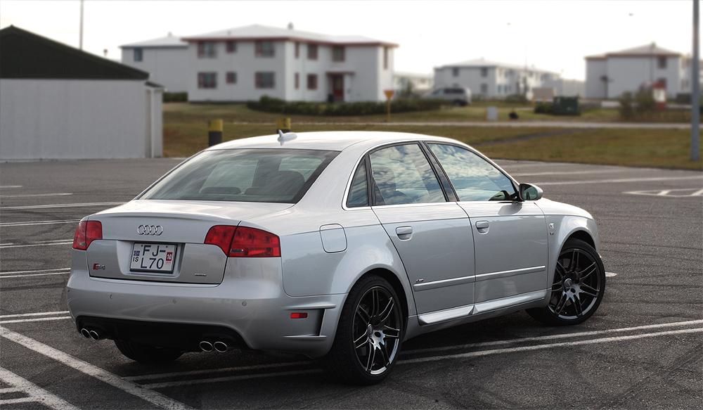 Audi S4 4.2 quattro AT