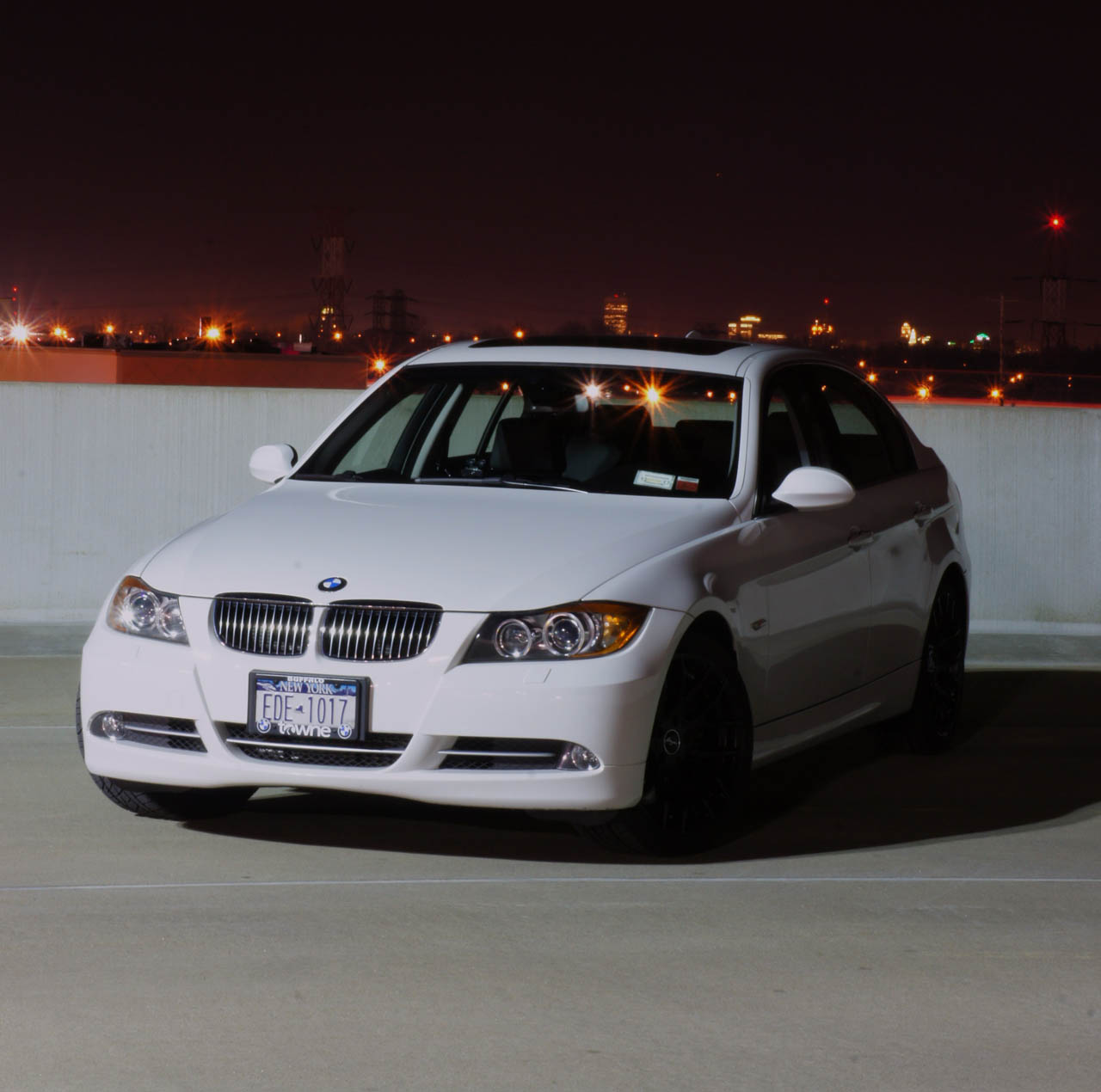 Bmw Xi: View Of BMW 335 Xi Sedan. Photos, Video, Features And
