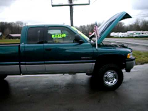 Dodge RAM 8.0 i V10 2500 4WD Quad Cab MT