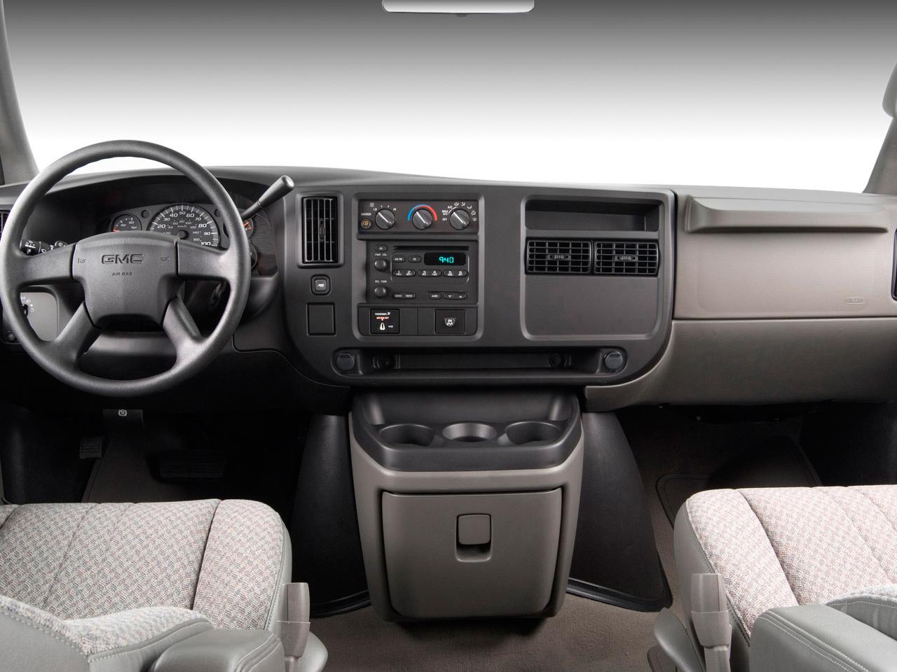 GMC Savana Passenger Van G 1500 Regular 4WD