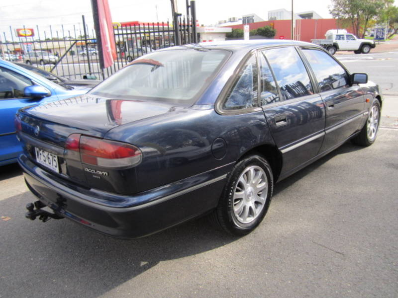 Holden Commodore 3.8 i V6 Acclaim AT
