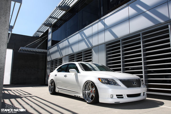Lexus LS 460 Luxury Sedan