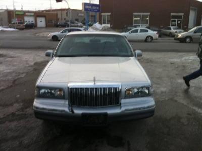Lincoln Town Car Signature