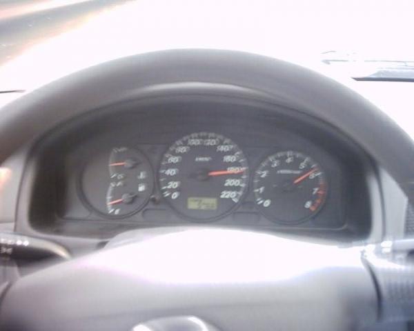 Mazda 323 1.5 i 16V