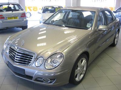 Mercedes-Benz E230