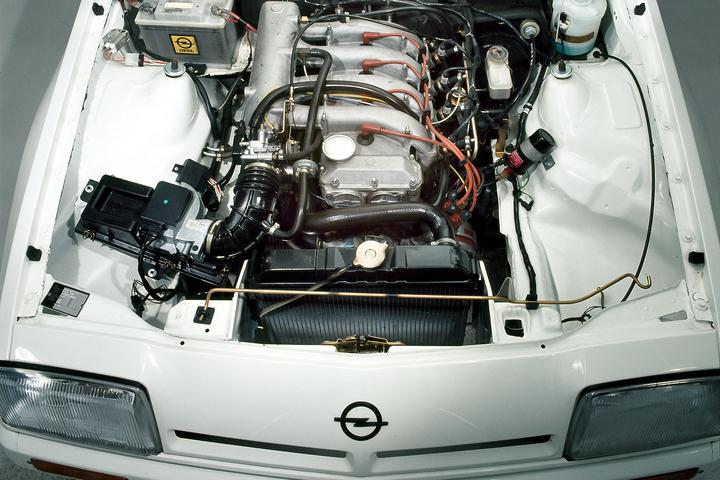 Opel Manta 2.4 400