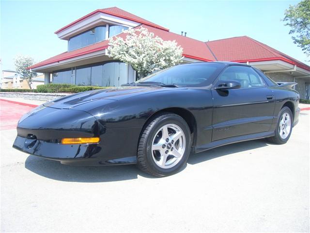 Pontiac Firebird 5.7 i V8 MT