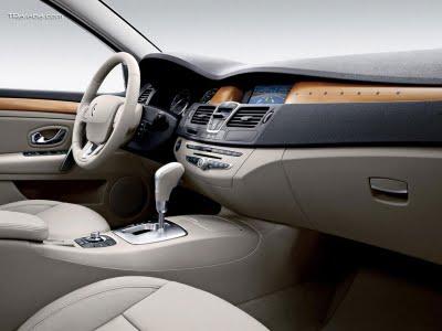 Renault Latitude 2.5 AT Dynamique Confort