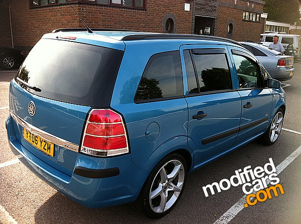 view of vauxhall zafira photos video features and. Black Bedroom Furniture Sets. Home Design Ideas