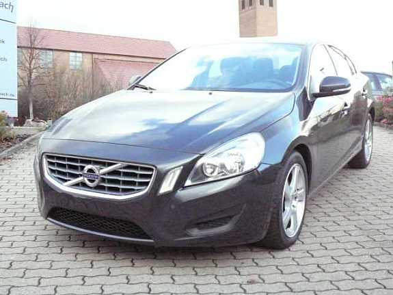 Volvo V60 2.0 T MT Momentum