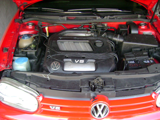 Volkswagen Golf 2.3 V5