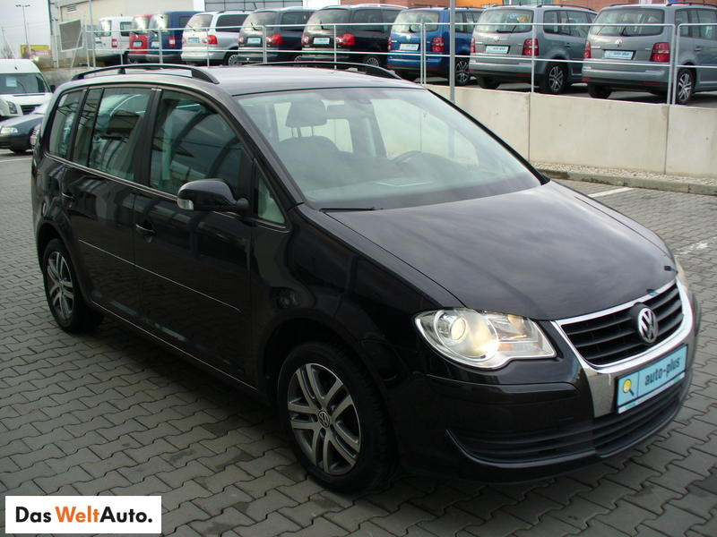 view of volkswagen touran 1 9 tdi dsg trendline photos. Black Bedroom Furniture Sets. Home Design Ideas